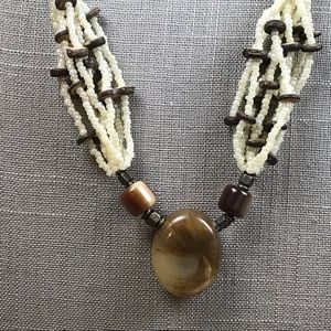 Jewelry - Vintage white and tan seed bead necklace
